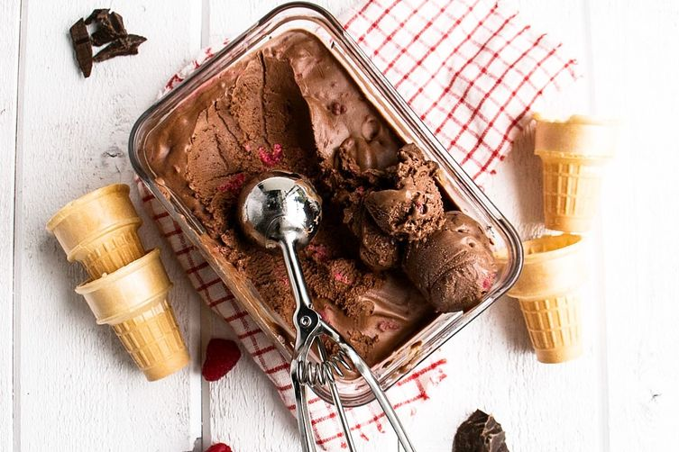 No-churn Dark Chocolate Raspberry Ice Cream