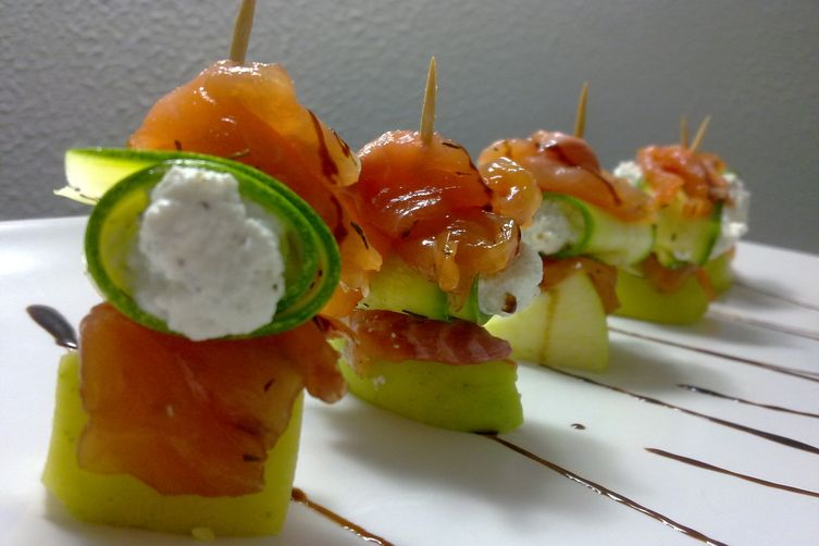 Pinchos trout, zucchini with ricotta cheese and mint and ginger apple