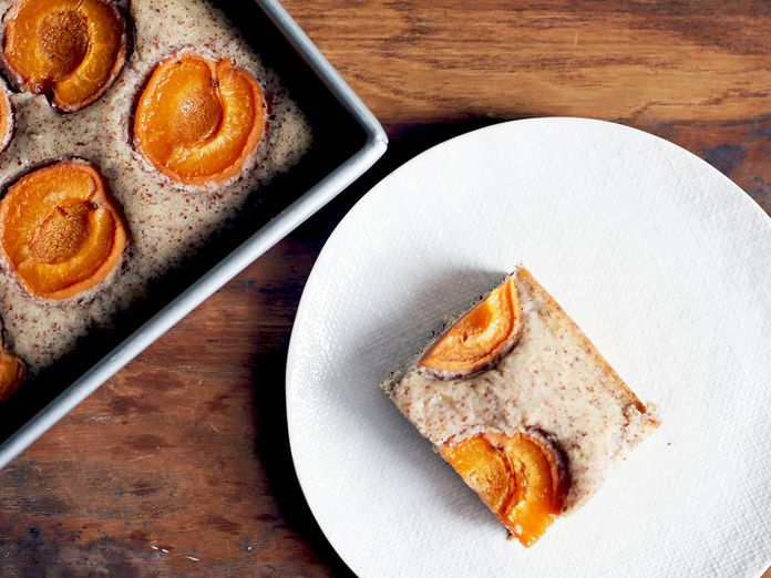 An Easygoing Almond Cake That Hugs Your Summer Fruit