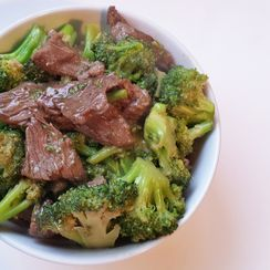 Chinese Stir-Fry Beef and Broccoli (芥蘭牛肉)