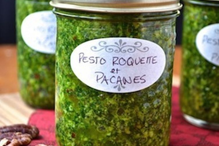 Arugula (rocket) pesto with roasted pecans
