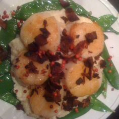 SAUTEED SCALLOPS WITH CREAMED CAULIFLOWER AND BACON