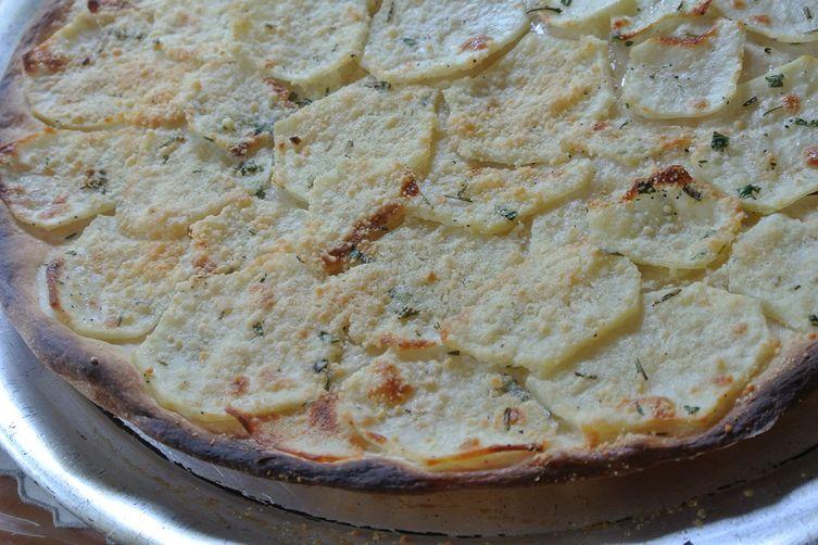 white potato & rosemary pizza (pizza in bianco con patate e rosmarino)