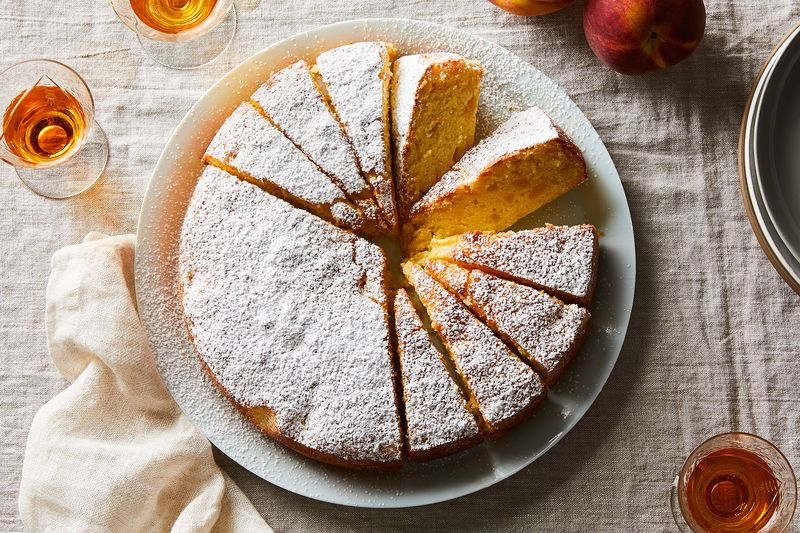 Louisa's Cake With Peaches