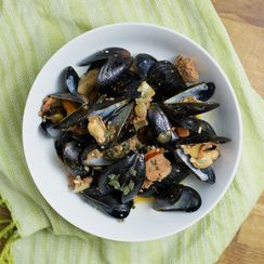 Steamed Mussels with Spicy Portuguese Sausage