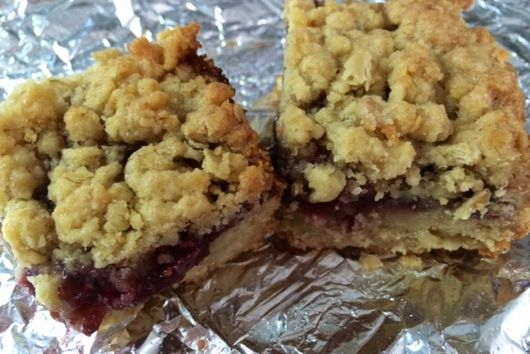 Raspberry Crumble Oat Bars