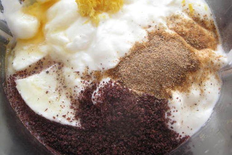Chia - mint - yogurt dip