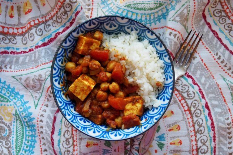 Tofu Chana Masala (tofu and chickpeas spicy stew)