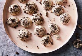 Chewiest 3-Ingredient Oreo Meringues for Cookies & Cream Lovers