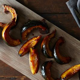 Sweet, Spicy, 5-Ingredient Acorn Squash