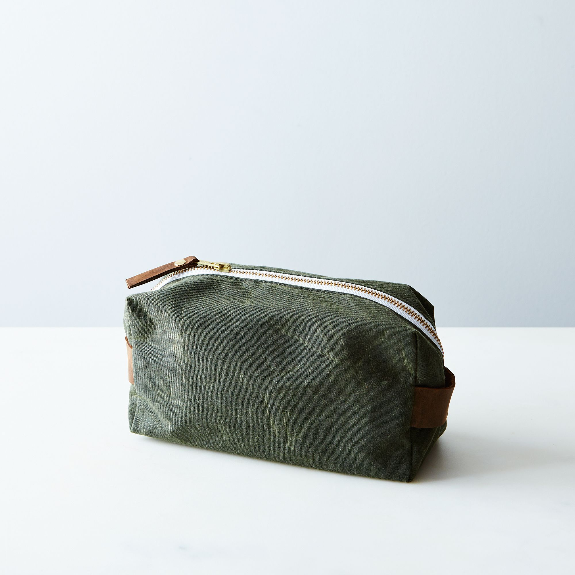 A774e002 a0f6 11e5 a190 0ef7535729df  butter design lab waxed canvas toiletries pouch weekender olive provisions mark weinberg 15 08 14 0927 silo