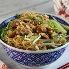 Addictive chicken sesame noodles with veggies
