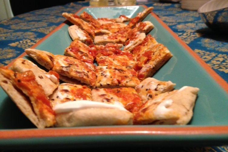 Naan bites with tomato chutney