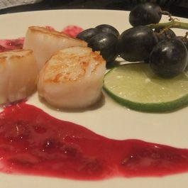 B2b1fd46 15f8 492d bdd8 2714669c7341  scallops with grapes and lime