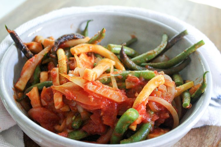 Simple Stewed Green Beans with Tomatoes