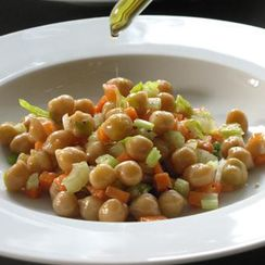 Chickpea or Black-eye Bean Salad with Tuna