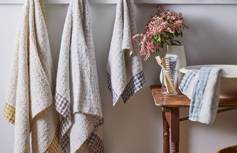 10 Speedy Changes That'll Give Your Bathroom a Mini-Makeover