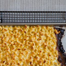 C633f949-7ba6-4dcd-9a15-bd00626f46a2--baking_sheet_mac_and_cheese