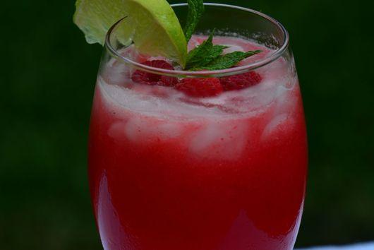 Raspberry Honey Mojito
