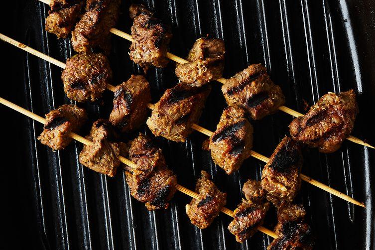 Ribeye Kebabs with Yogurt Sauce