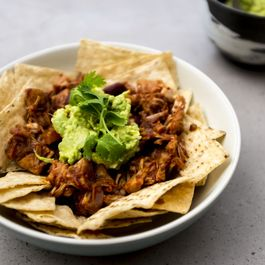 Vegan pulled 'pork' nachos
