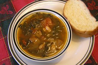 16a40f43-e770-43ff-9de9-3042819fdb59.hearty-spicy-kale-and-pork-soup-with-white-beans