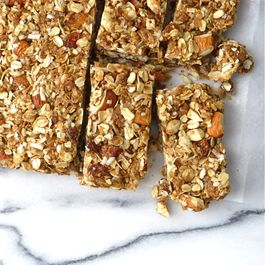 Afb63bad b5a4 4b29 b8ce 3c95f46a15a7  coconut almond granola bars