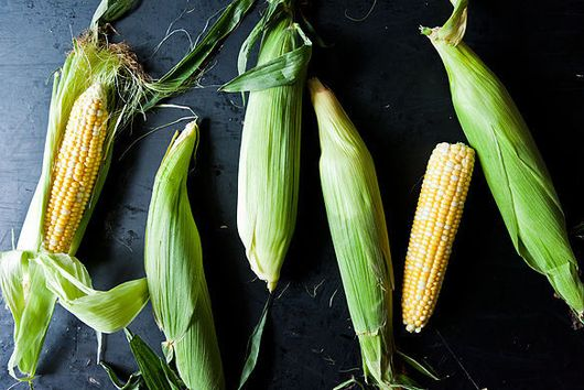How to Shuck & Remove the Silk From an Ear of Corn