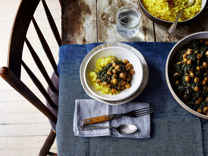 Creamy, Spicy Spinach & Chickpeas is Proof That the Ideal Weeknight Meal Exists
