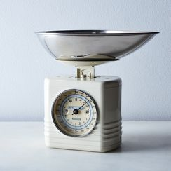 Vintage-Style Kitchen Scale with Removable Pour Bowl