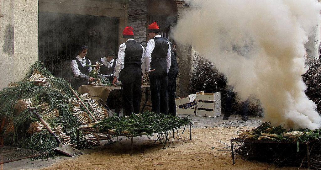 Calcotada: Valls, Spain