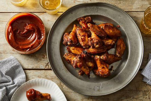 Dry-Rubbed Chicken Wings With Barbecue Sauce
