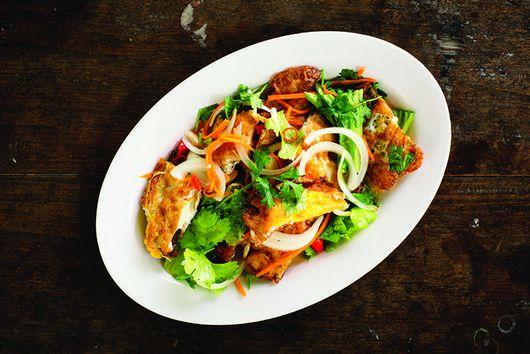 Yam Khai Dao (Fried egg salad)