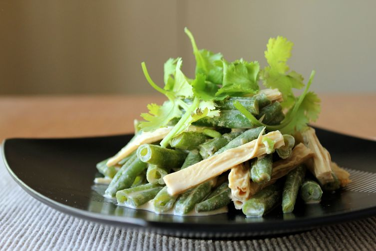 Green beans with triple sesame dressing