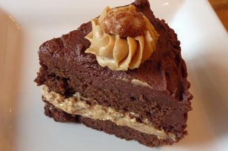 82d13347 057b 4fb6 9e25 3e8d019f137c  pnut butter choc cake slice 2 medium