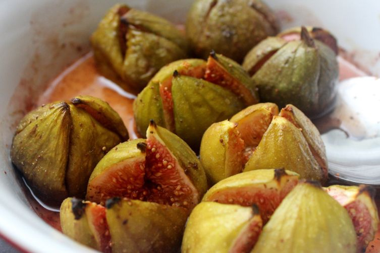 Spiced baked figs with vanilla mascarpone