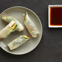 8606a46d 7905 4974 b184 bed8b406ef4d  2014 0722 food52 how to make spring rolls beauty 015
