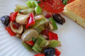 10717278-40ef-4ad8-bcef-b311279b5073.pepper_and_olive_salad