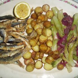 Fried sardines and roasted potatoes