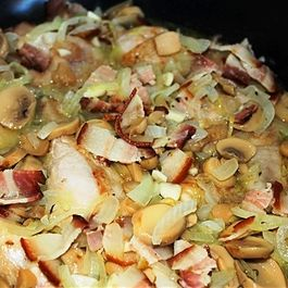 Chicken in sauce with mushrooms and bacon