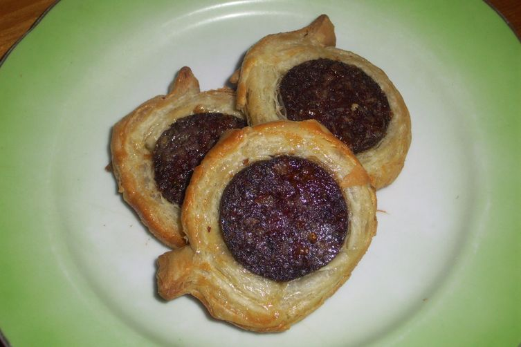 Ogulinski bećari (Black pudding in puff pastry)