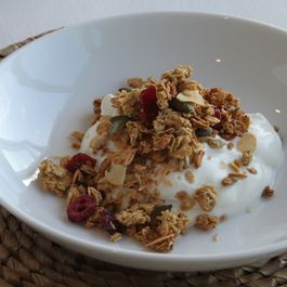 7c7f063e-402a-4110-b490-b0a5f79ce35a.anna_may_everyday_granola