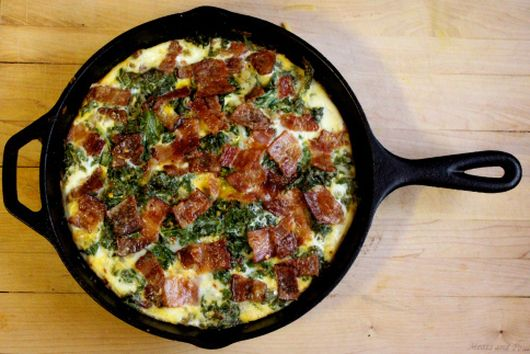 """Apple """"Crusted"""" Kale and Bacon Quiche"""