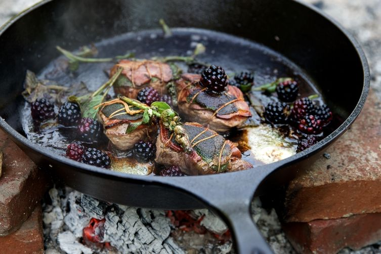 Lamb Saltimbocca with port wine and blackberries