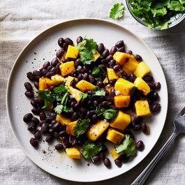 45543599 8e7a 444e 9678 83d62972b3ff  2017 0816 black bean salad with mango and chili powder julia gartland 567