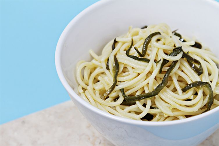 Spaghetti with olive oil, garlic and pan-fried jalapeños