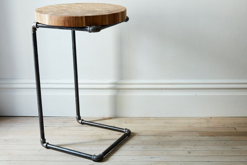 An easy pipe side table they 39 ll never guess you made yourself for Table 52 petroleum