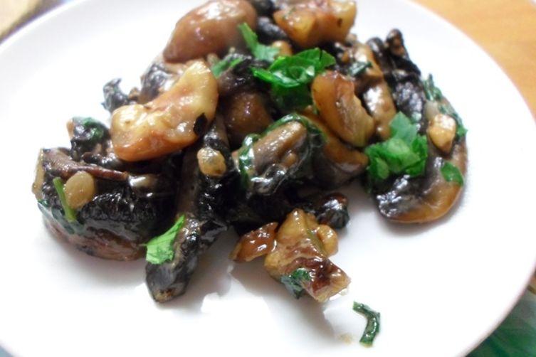 Vegetarian christmas stuffing with mushrooms chestnuts for Vegetarian christmas stuffing