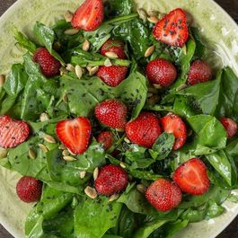 88d0c74c a351 4e83 ab94 d5428d313239  strawberry and spinach salad