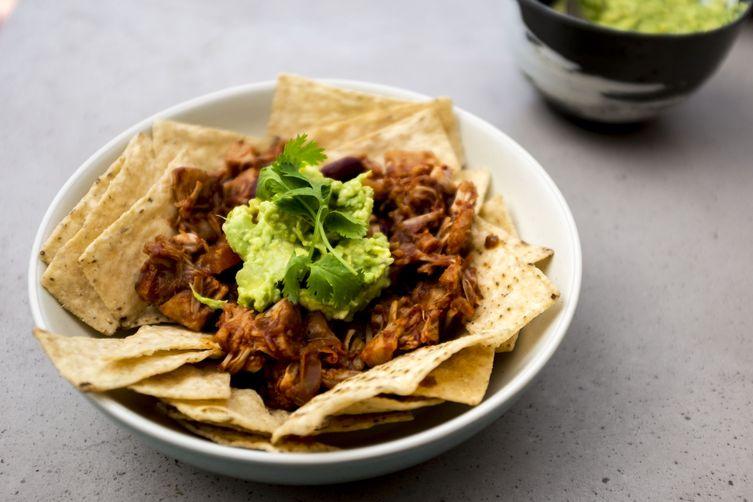 Vegan pulled 'pork' nachos
